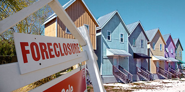 Collapse in home prices during Great Recession increased student loan defaults, study finds